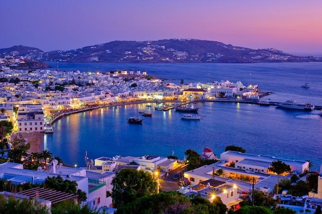 Порт острова миконос с лодками, кикладские острова, греция