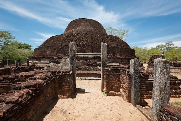 Древняя буддийская дагоба (ступа) пабула вихара
