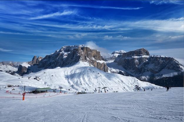 Горнолыжный курорт в доломитовых альпах, италия