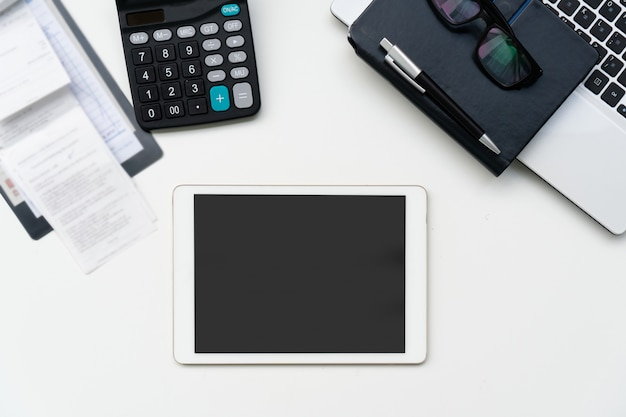フラットは、ビジネスの職場とオブジェクトを置きます。コピースペース、トップビュー。