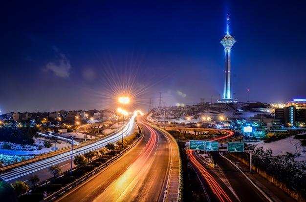Широкий выстрел из башни милад в тегеране