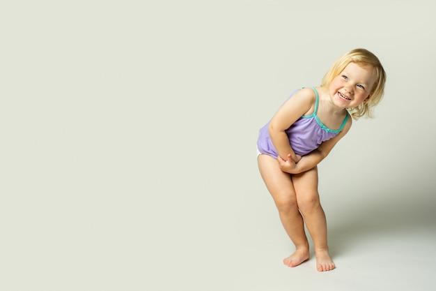美しいかわいい赤ちゃんの笑顔、演劇、想像