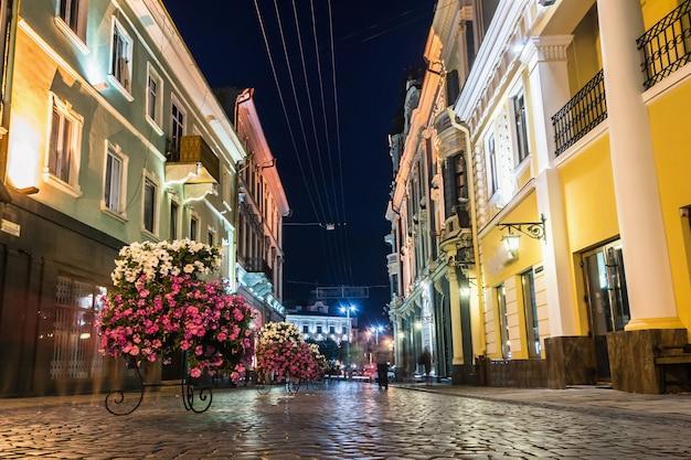 Ночная прогулочная улица в черновцах