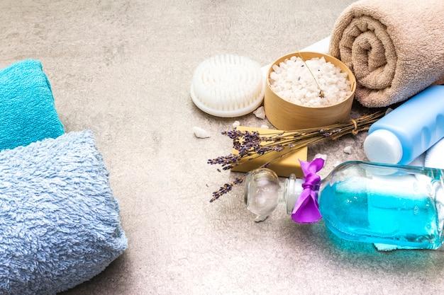 Банное полотенце, морская соль с лавандой, натуральное оливковое мыло, гель для душа и кисточка