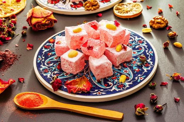 東洋のお菓子。伝統的なトルコ料理