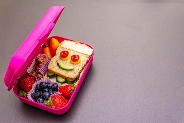 Коробка школьных обедов