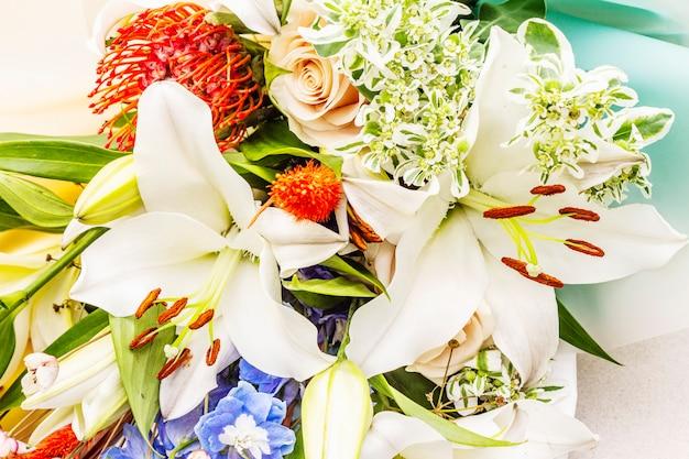 夏のお祝い花の花束