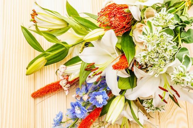 Букет летних праздничных цветов