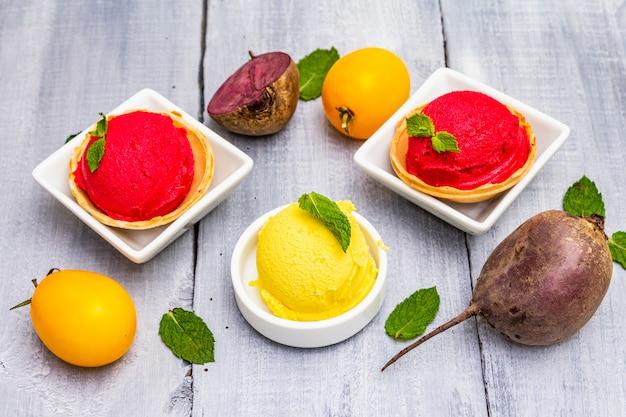 Ассорти из свеклы и томата, мороженое, сорбет, мороженое