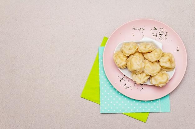 魚団子。子供のための健康食品のコンセプト。