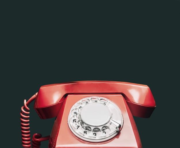 ヴィンテージの赤い電話。