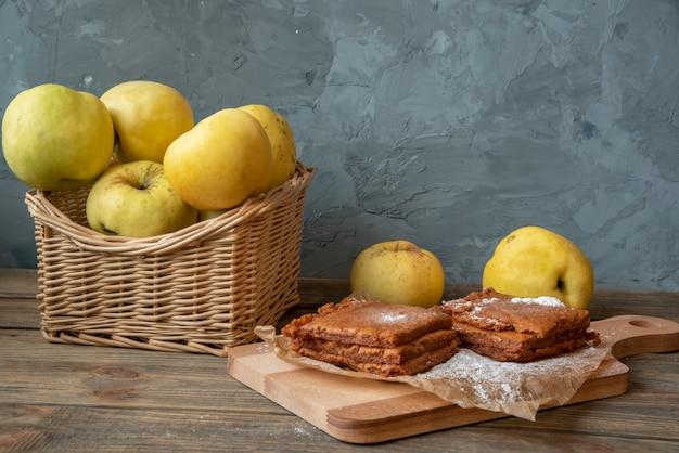 砕いたリンゴの自家製フルーツ菓子
