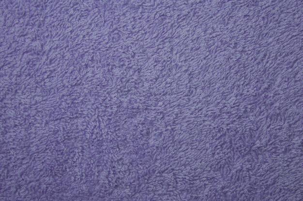 表面のバイオレットタオルの布テクスチャ背景