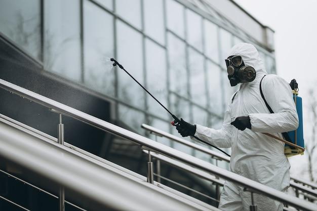 建物の外壁の洗浄と消毒