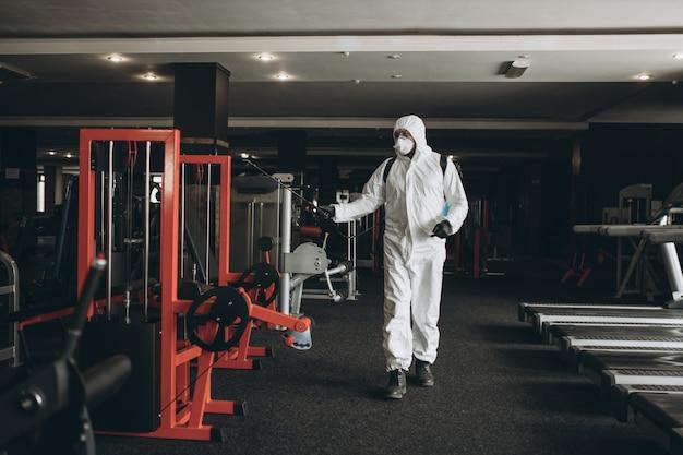 Чистка и дезинфекция спортзала