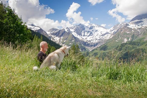 Старик и его собака пейзаж