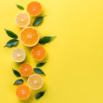 トロピカルフルーツと創造的な背景。オレンジ、レモン、ライム、グレープフルーツ