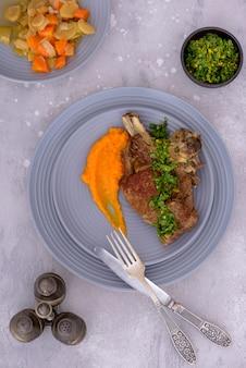 牛肉とじゃがいものグラモラータと野菜