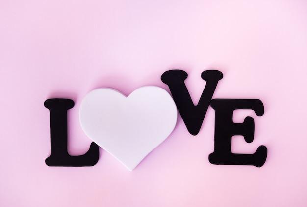 Черное слово любовь и белое сердце