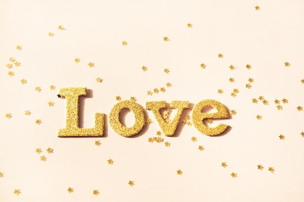 黄金の光沢のある言葉愛と星形の輝き