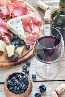 Вино с ягодами