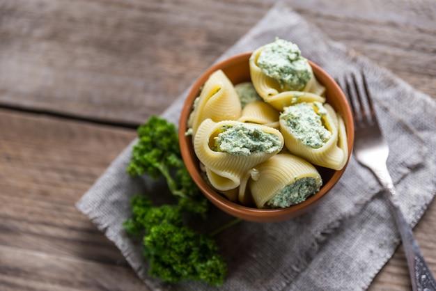 チーズを詰めたルマコーニ