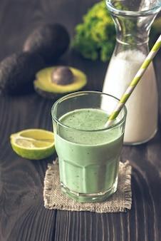 Смузи из авокадо и кокосового молока
