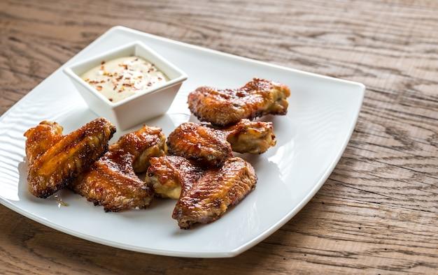 Запеченные куриные крылышки с острым соусом