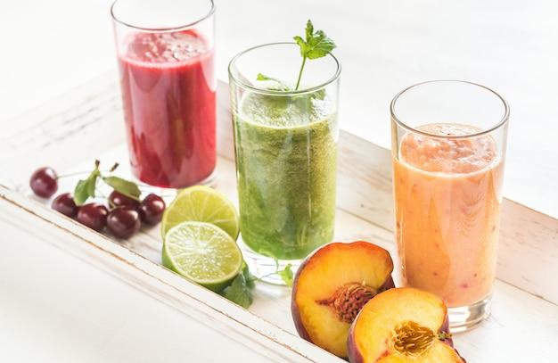 果物と野菜のスムージー