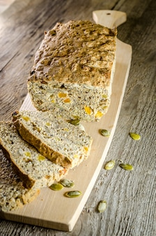Ирландский хлеб с зернами и изюмом