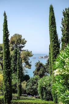 カタロニア、サンタクロティルデの庭園