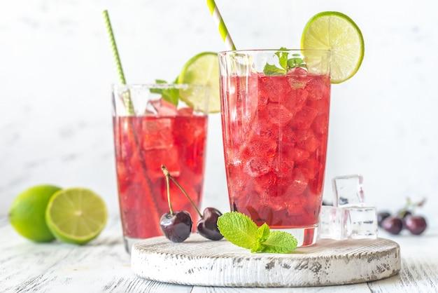 Два стакана вишневого мохито