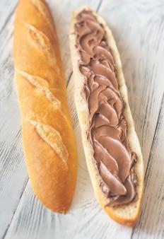 Багет с шоколадным кремом