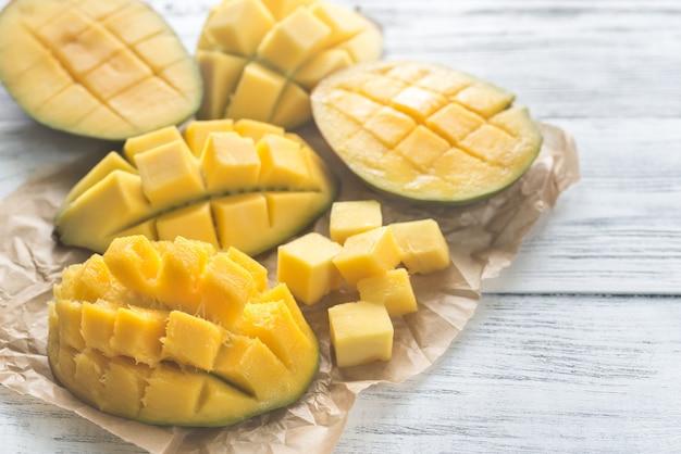 Половинки манго