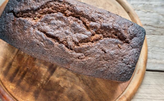 Буханка банано-шоколадного хлеба