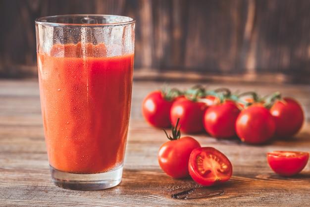 Стакан томатного сока