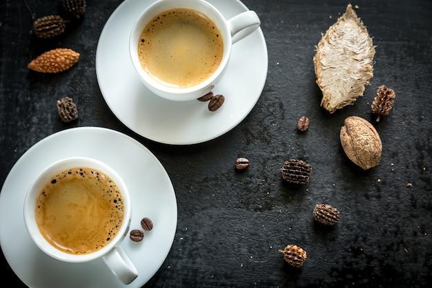 Две чашки кофе