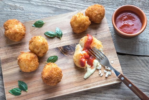 アランチーニ-モッツァレラチーズのおにぎり