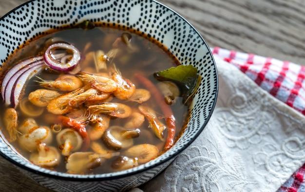 Тарелка тайского том ям суп