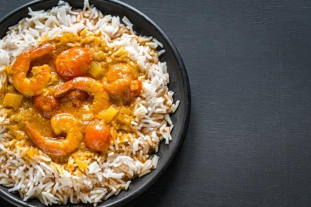 Тайское желтое карри с морепродуктами и белым рисом