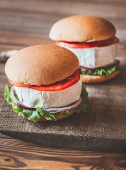 Камамбер гамбургеры