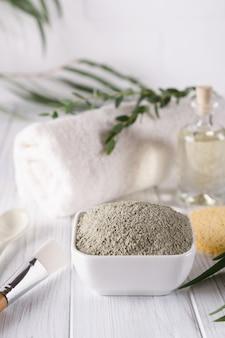 Натуральные ингредиенты для домашней маски для лица и тела или скраб. концепция спа и ухода за телом.
