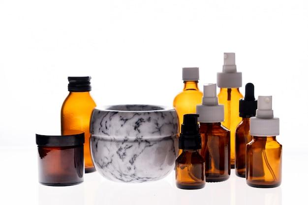 Раствор и лекарство стеклянная бутылка с эфирным маслом