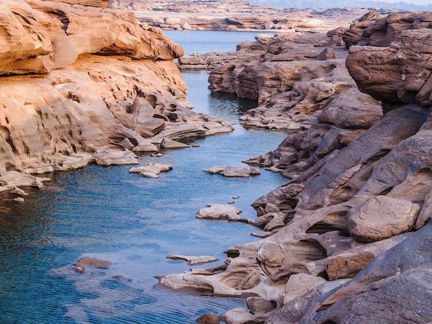 メコン川の自然の岩の峡谷