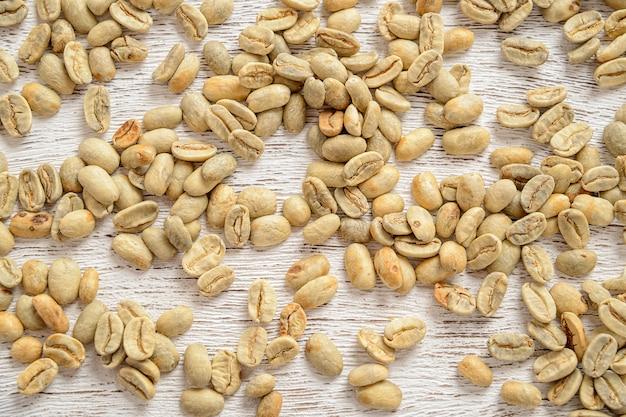 Вид сверху зеленые кофейные зерна