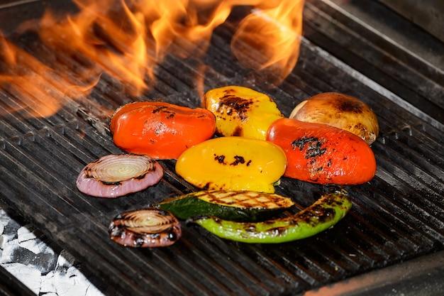 炎でグリルで野菜