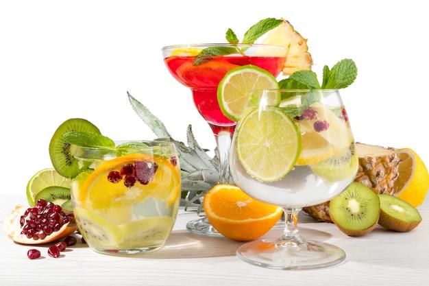 Фруктовые коктейли с фруктами
