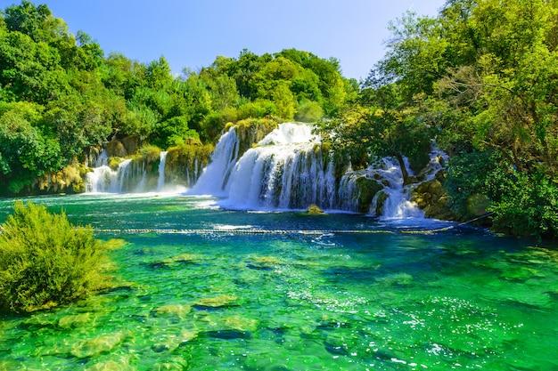 国立公園、ダルマチア、クロアチアの滝クルカ