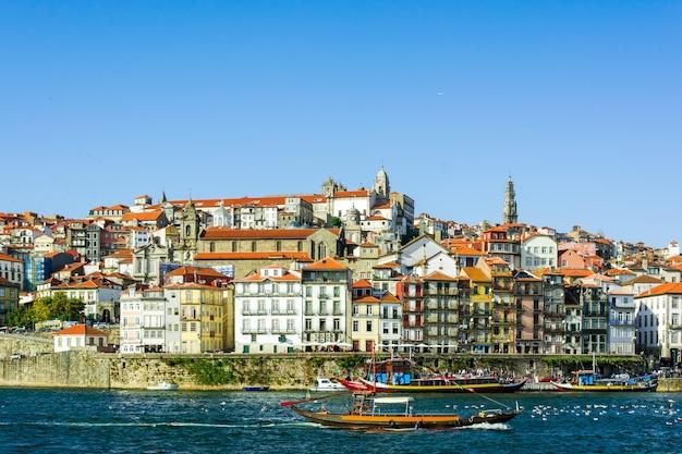 Порту, португалия старый город городской пейзаж на реке дору