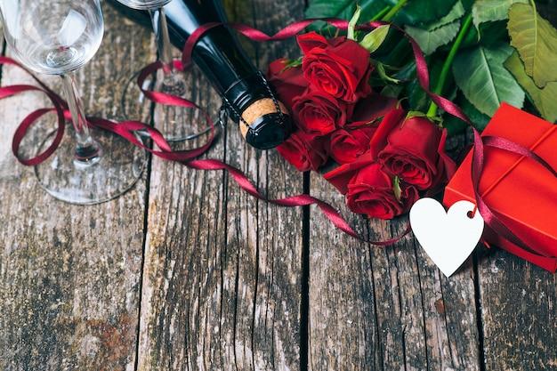С днем святого валентина и красивые красные розы